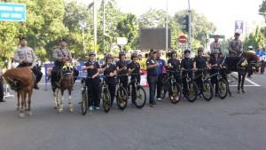 Foto: Kapolres Bogor Kota AKBP Andi Herindra S.I.K bersama Polisi Berkuda dan Polwan Bersepeda di Kawasan Car Free Day Kota Bogor, Minggu (14/2/2016). Dok. Humas Polres Bogor Kota