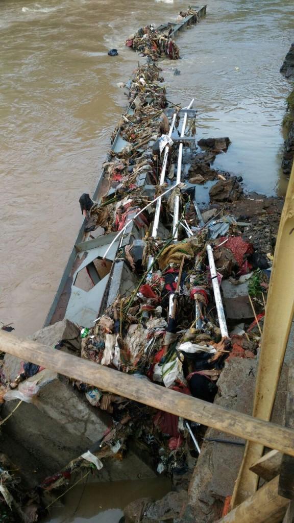 Cisadane Meluap Jembatan di Kelurahan Panaragan Ambruk – Polresta ... f444a5c45