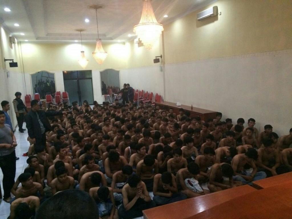 Ratusan pemuda diamankan Aparat Gabungan saat akan tawuran. Mereka diamankan setelah sempat bersembunyi kedalam kampus UIKA. Dok. Humas Polres Bogor Kota