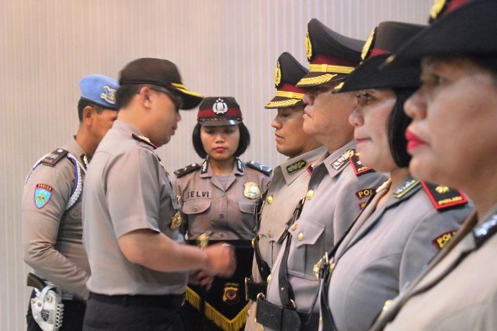 Kapolresta Pimpin Upacara Serah Terima Jabatan Kapolsek Bogor Utara dan  Kapolsek Bogor Barat a39e8ef6bb3